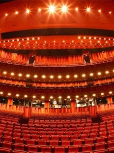 大剧院国际戏剧季/柏林艺术节邀请剧目:德国柏林德意志剧院与鲁尔雷克林豪森节日剧院制作话剧《等待戈多》的图片